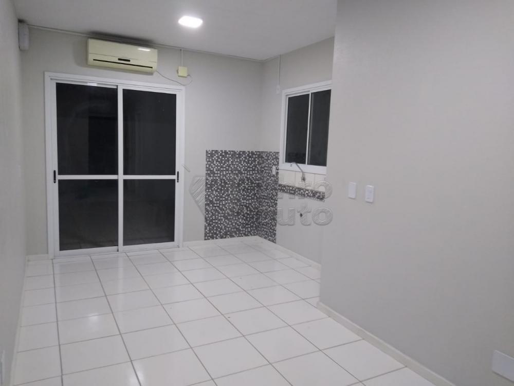 Alugar Casa / Condomínio em Pelotas R$ 700,00 - Foto 2