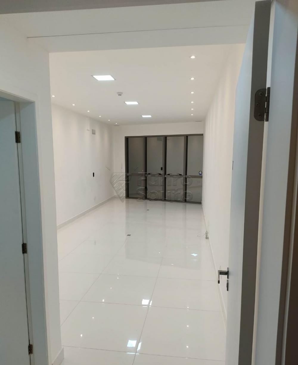 Alugar Comercial / Sala em Condomínio em Pelotas R$ 2.000,00 - Foto 3