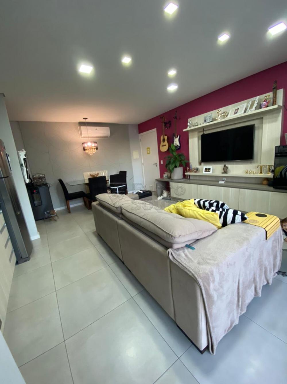 Comprar Apartamento / Padrão em Pelotas R$ 477.000,00 - Foto 4