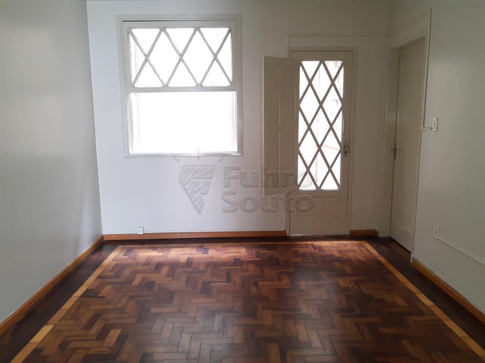 Alugar Casa / Padrão em Pelotas R$ 1.800,00 - Foto 3
