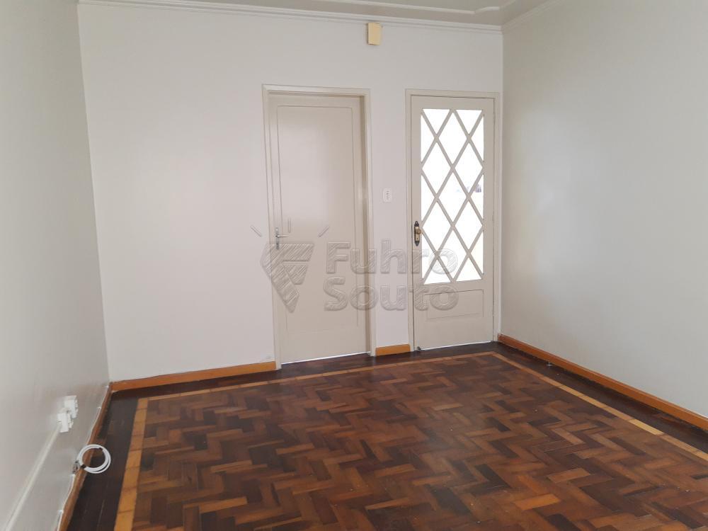 Alugar Casa / Padrão em Pelotas R$ 1.800,00 - Foto 5