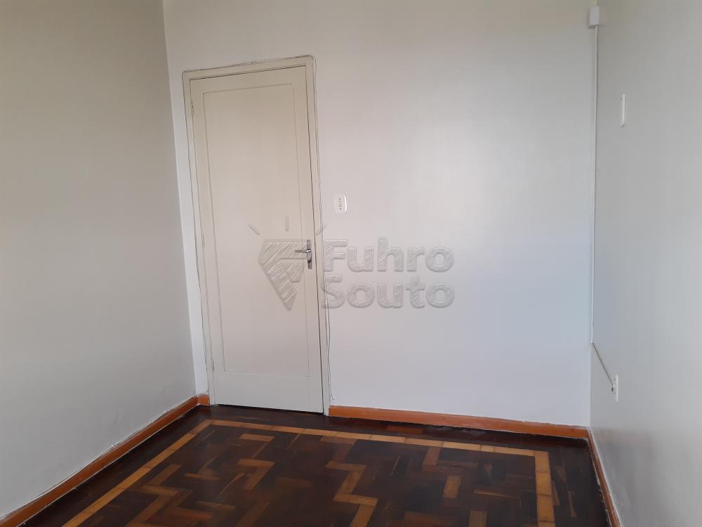 Alugar Casa / Padrão em Pelotas R$ 1.800,00 - Foto 7