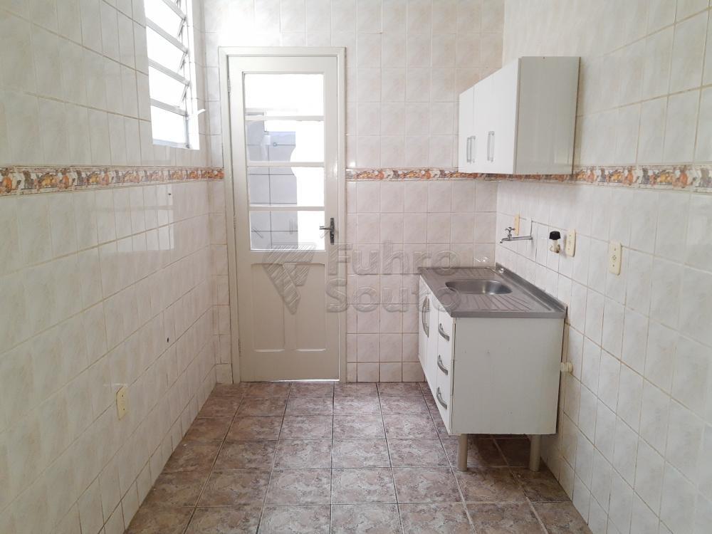 Alugar Casa / Padrão em Pelotas R$ 1.800,00 - Foto 17