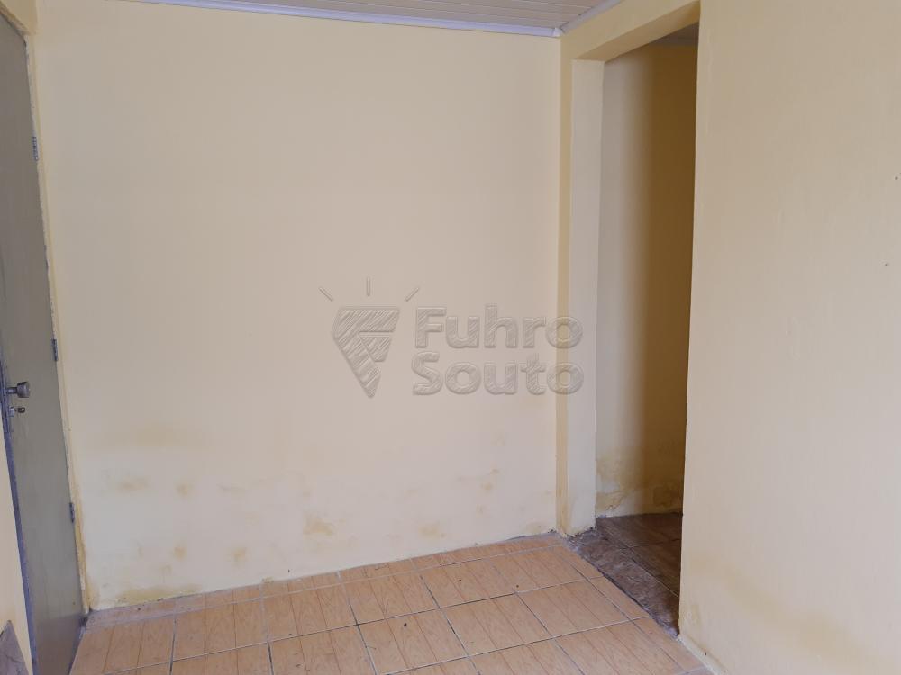 Alugar Casa / Padrão em Pelotas R$ 550,00 - Foto 12