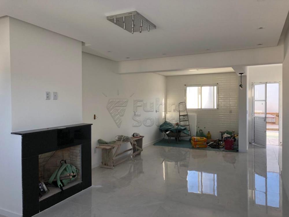 Comprar Casa / Padrão em Pelotas R$ 370.000,00 - Foto 2