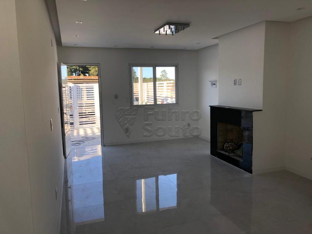 Comprar Casa / Padrão em Pelotas R$ 370.000,00 - Foto 1