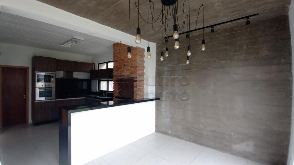 Comprar Casa / Padrão em Pelotas R$ 750.000,00 - Foto 4