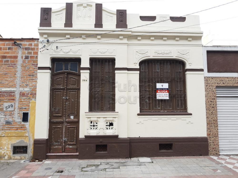 Alugar Casa / Padrão em Pelotas R$ 2.000,00 - Foto 1