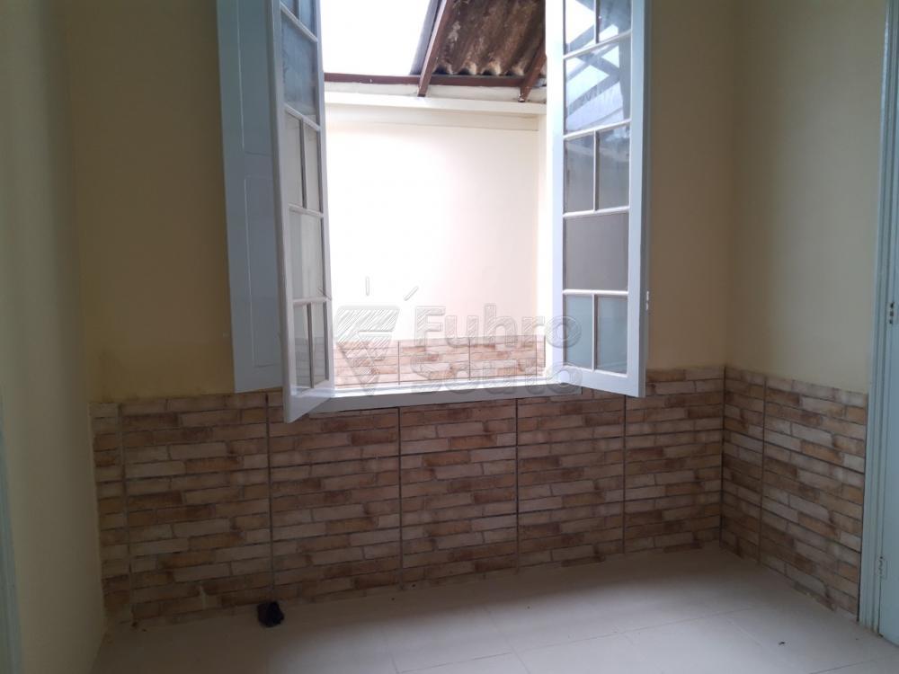 Alugar Casa / Padrão em Pelotas R$ 2.000,00 - Foto 11