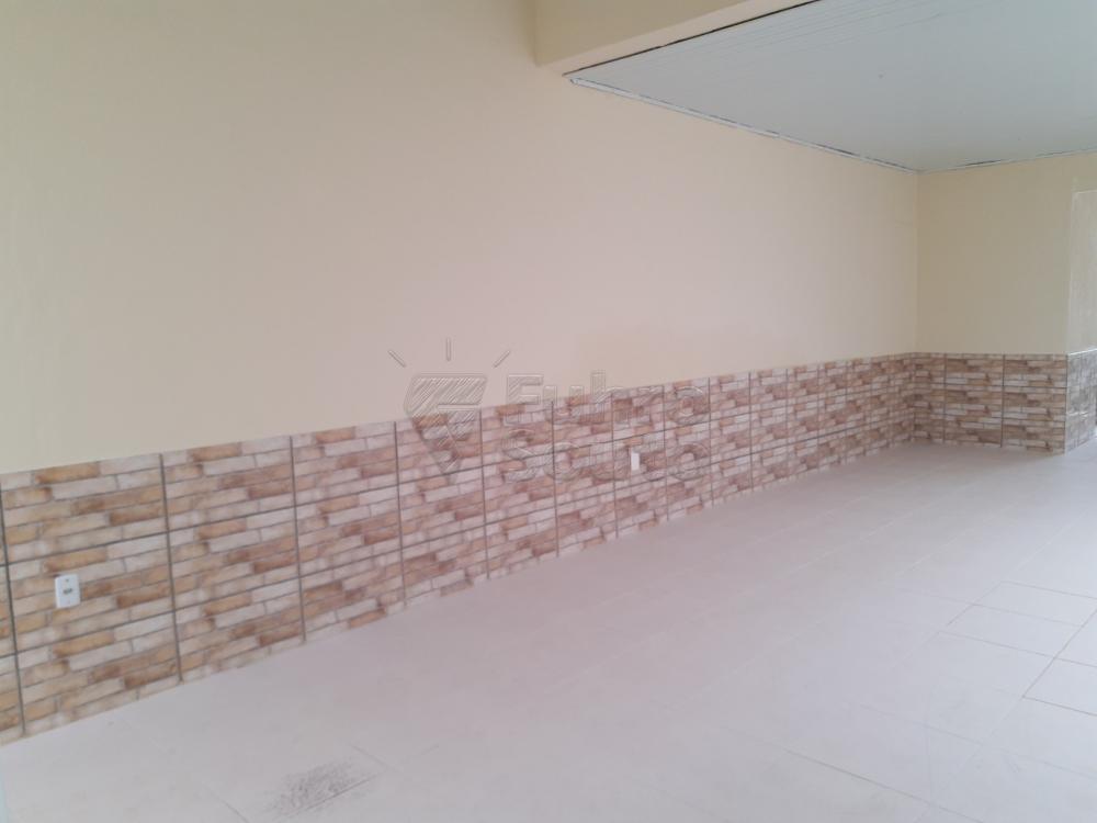 Alugar Casa / Padrão em Pelotas R$ 2.000,00 - Foto 15