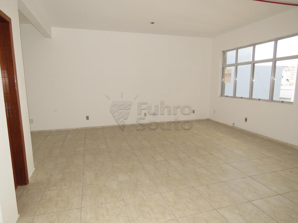Alugar Comercial / Sala Fora de Condomínio em Pelotas R$ 700,00 - Foto 3