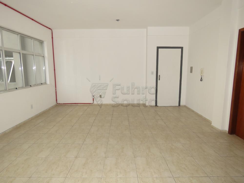 Alugar Comercial / Sala Fora de Condomínio em Pelotas R$ 700,00 - Foto 4