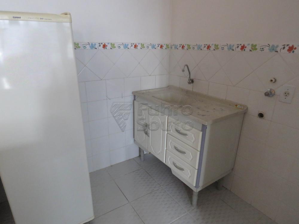Alugar Apartamento / Fora de Condomínio em Pelotas R$ 800,00 - Foto 5