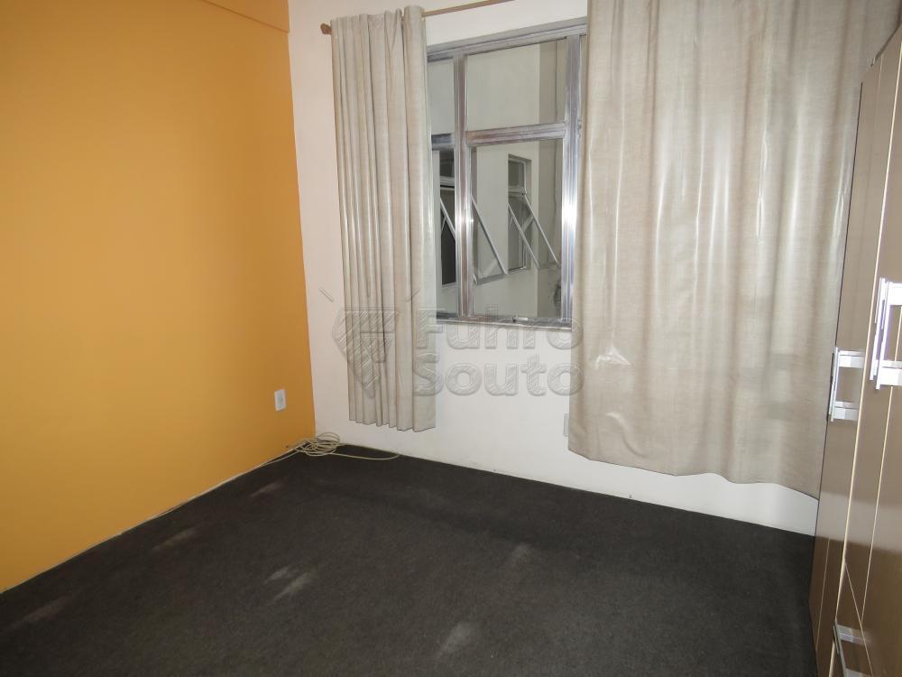 Alugar Apartamento / Fora de Condomínio em Pelotas R$ 800,00 - Foto 6