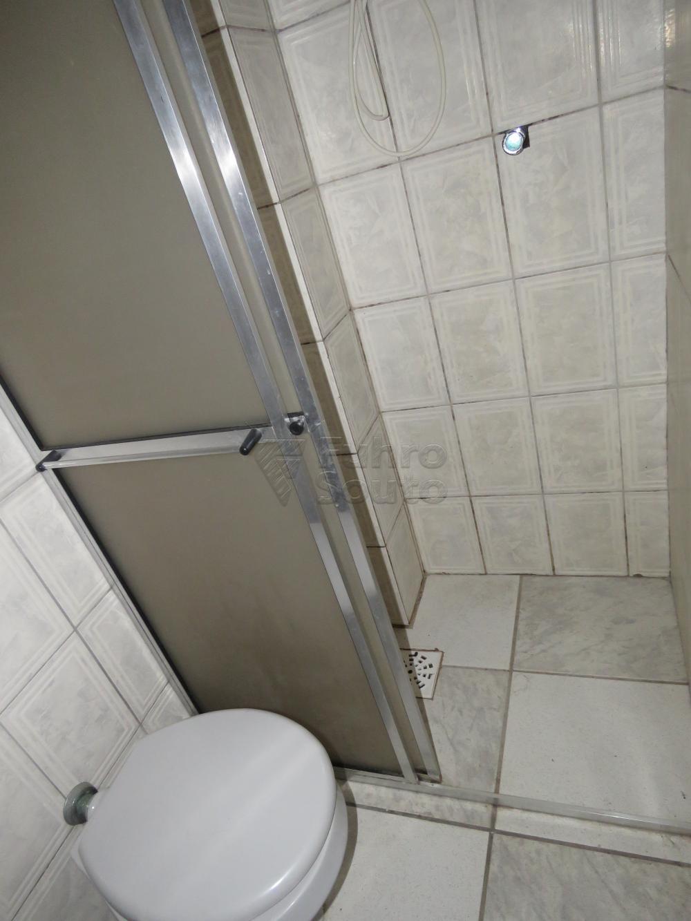 Alugar Apartamento / Fora de Condomínio em Pelotas R$ 800,00 - Foto 11