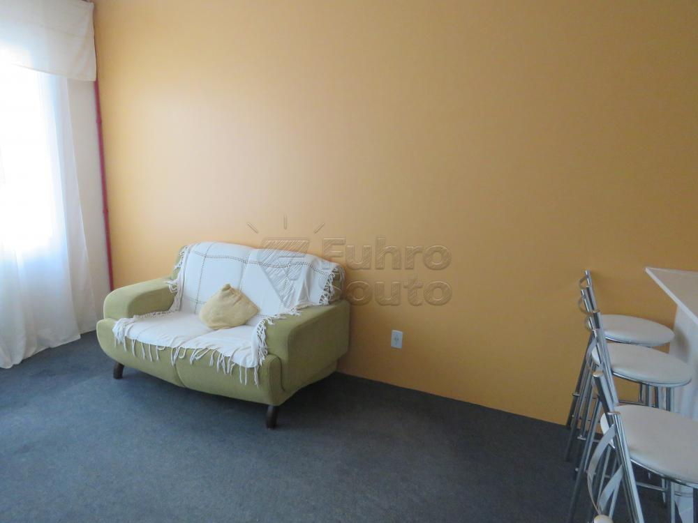 Alugar Apartamento / Fora de Condomínio em Pelotas R$ 800,00 - Foto 2