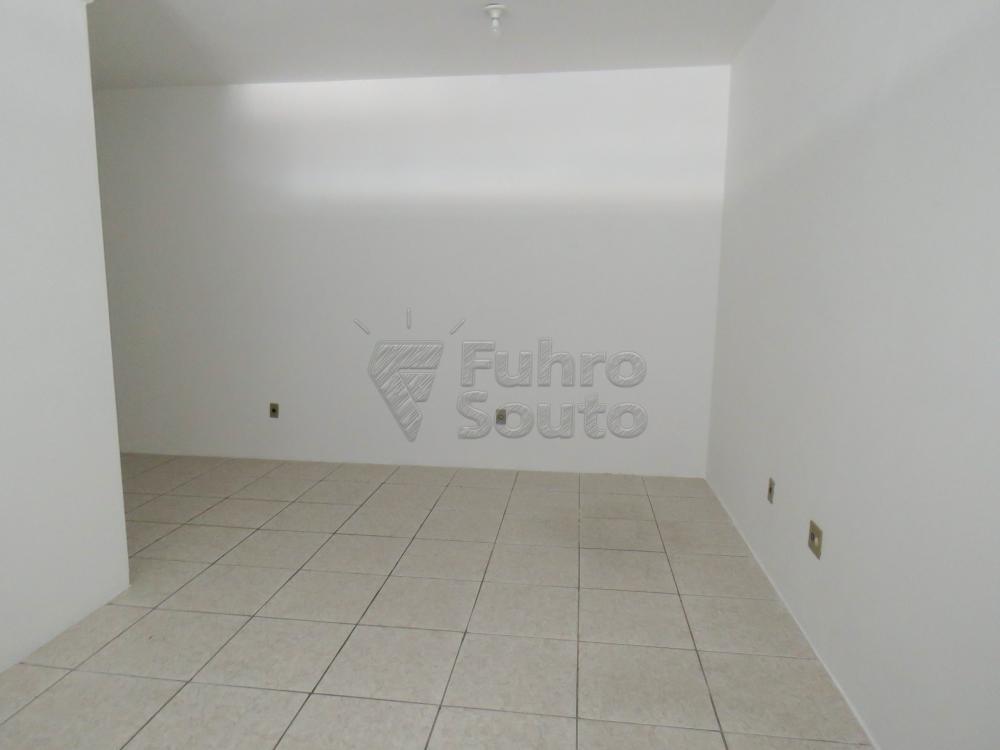 Alugar Comercial / Sala Fora de Condomínio em Pelotas R$ 700,00 - Foto 2