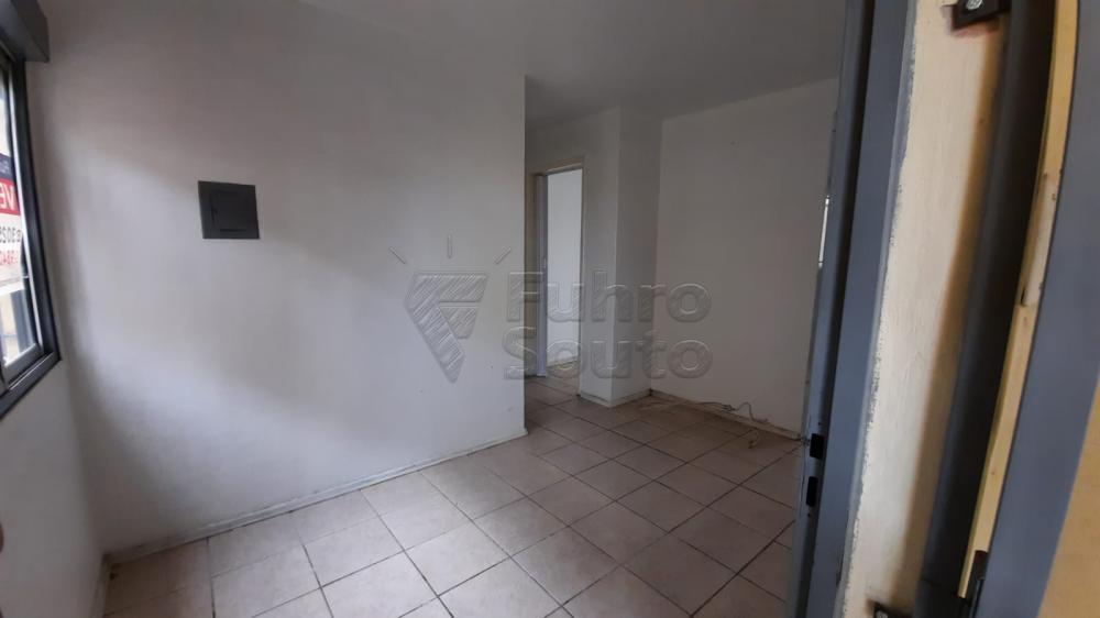 Comprar Apartamento / Padrão em Pelotas R$ 110.000,00 - Foto 4