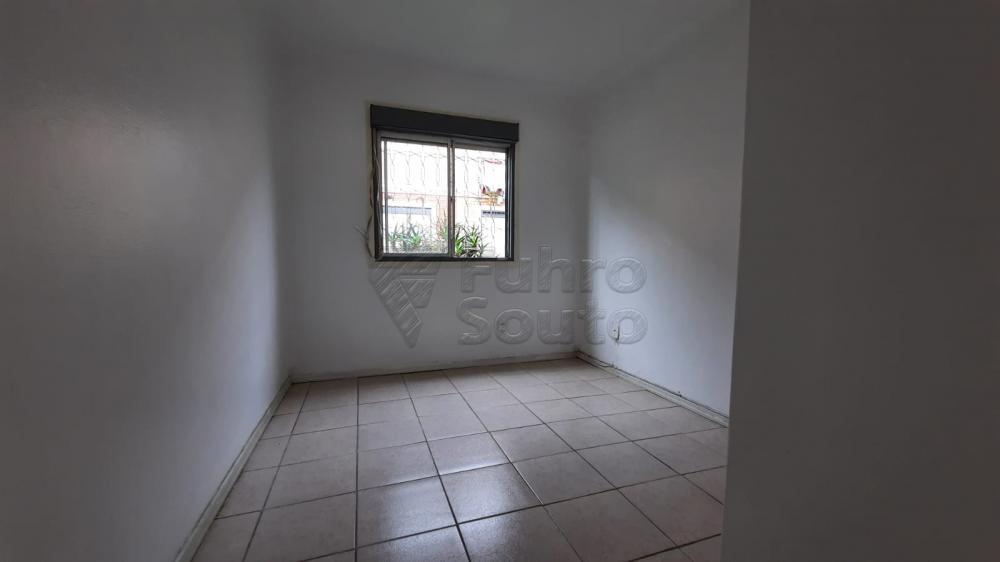 Comprar Apartamento / Padrão em Pelotas R$ 110.000,00 - Foto 16
