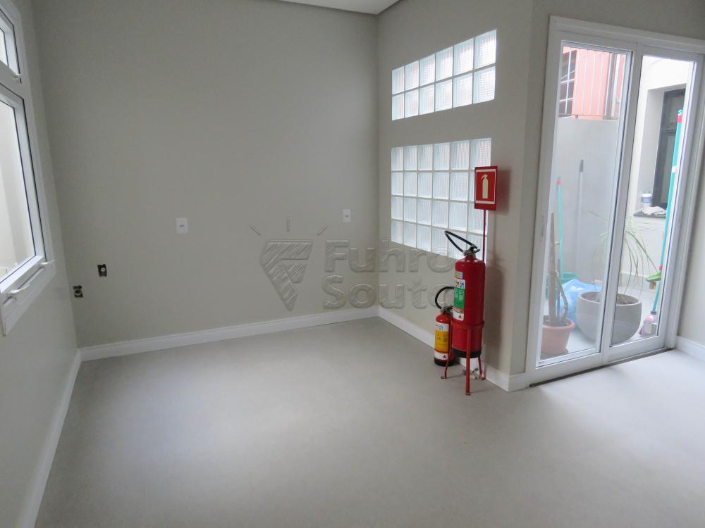 Alugar Comercial / Sala Fora de Condomínio em Pelotas R$ 1.100,00 - Foto 2