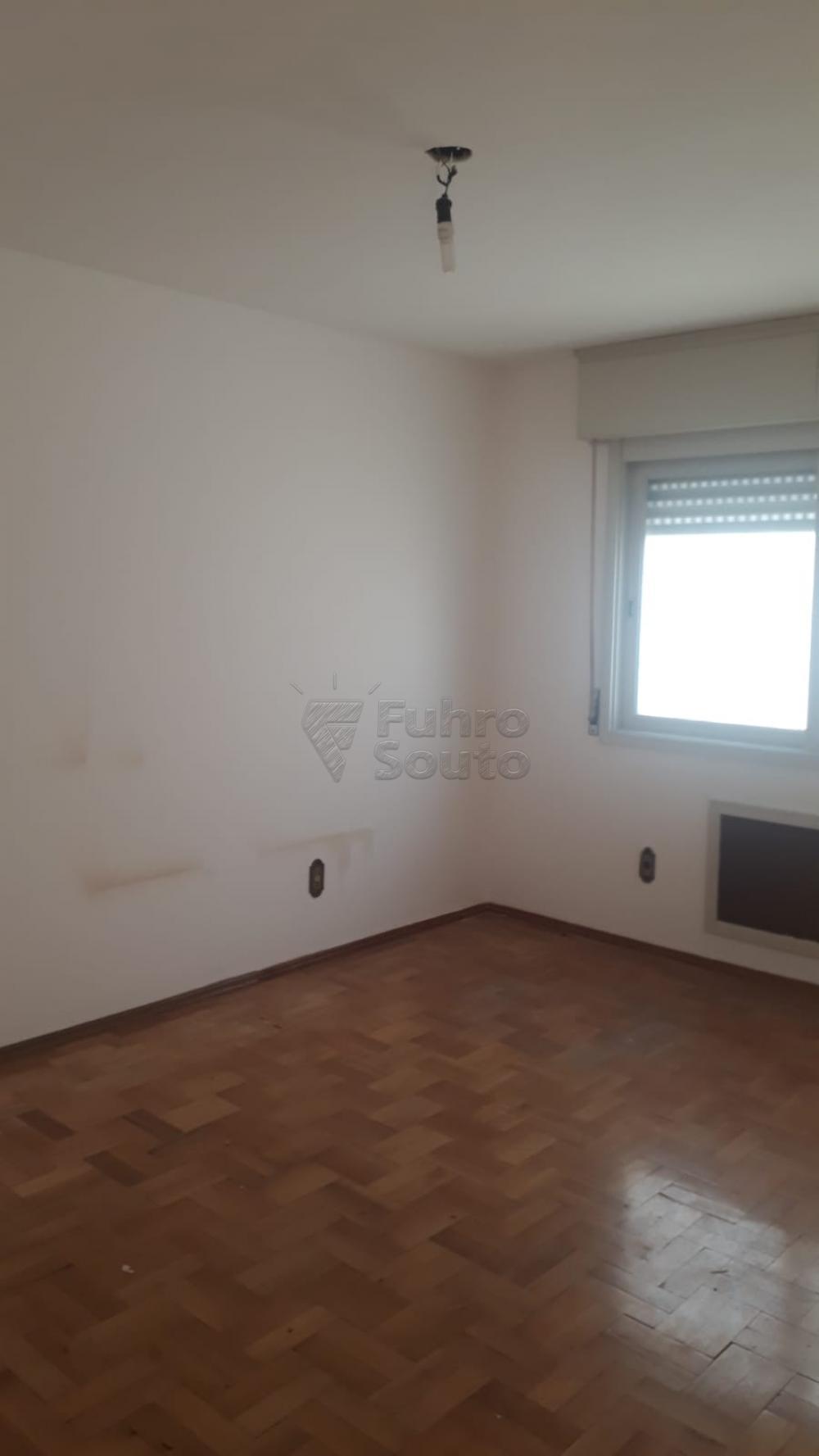Comprar Apartamento / Padrão em Pelotas R$ 410.000,00 - Foto 2