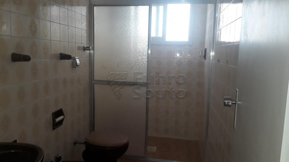 Comprar Apartamento / Padrão em Pelotas R$ 410.000,00 - Foto 3