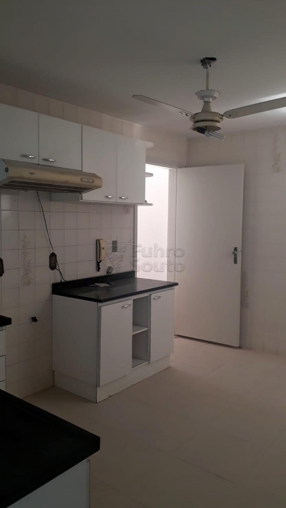 Comprar Apartamento / Padrão em Pelotas R$ 410.000,00 - Foto 14