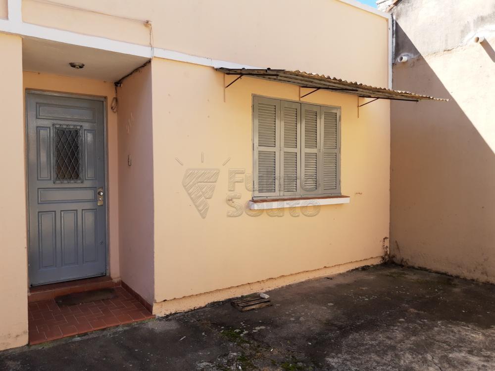 Alugar Casa / Padrão em Pelotas R$ 750,00 - Foto 1
