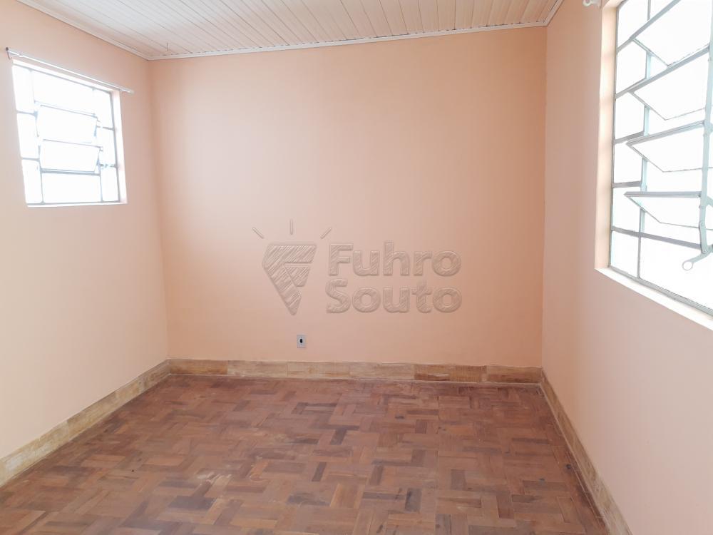 Alugar Casa / Padrão em Pelotas R$ 750,00 - Foto 4