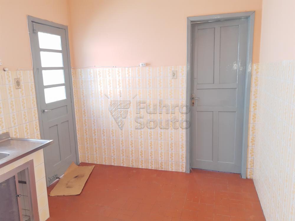 Alugar Casa / Padrão em Pelotas R$ 750,00 - Foto 12