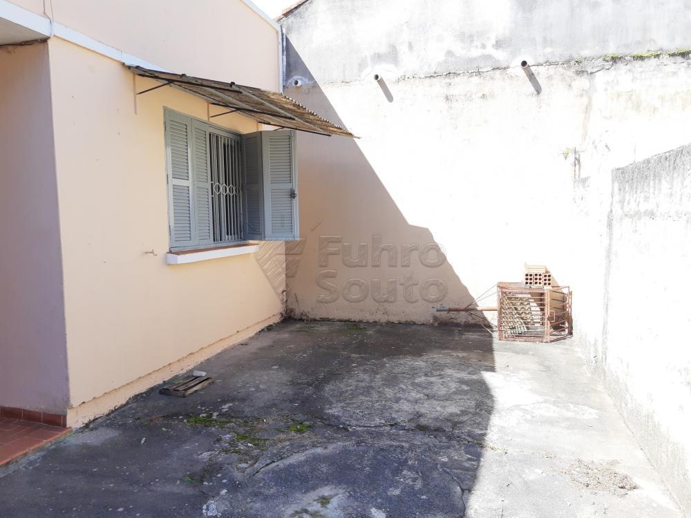 Alugar Casa / Padrão em Pelotas R$ 750,00 - Foto 2
