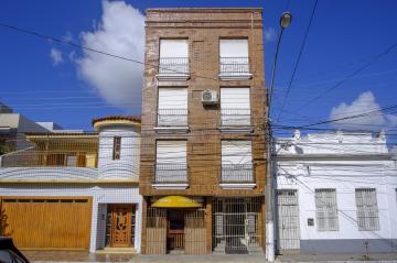 Apartamento kitinete localizado no centro de Pelotas.