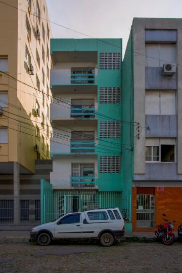 Apartamento kitinete no centro de Pelotas.