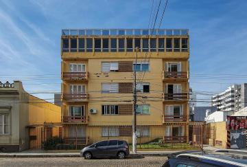 Alugar Apartamento / Padrão em Pelotas R$ 990,00 - Foto 1