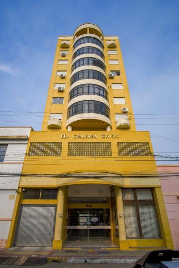 Alugar Apartamento / Padrão em Pelotas. apenas R$ 1.090,00