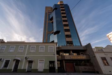 SALA CENTRAL COM PORTARIA 24 HS: Andar alto, elevador, fundos norte, com garagem.