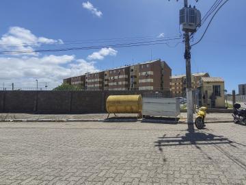 Apartamento de 2 dormitórios e demais dependências com vaga de estacionamento, próximo as universidades. Ficam os móveis. R$ 120.000,00