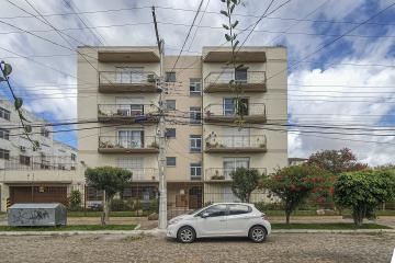 Excelente apartamento no bairro porto, com 3 dormitórios sendo 1 suíte. Com área ampla de serviço e garagem coberta.