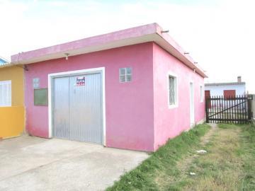 Alugar Casa / Padrão em Pelotas. apenas R$ 1.050,00