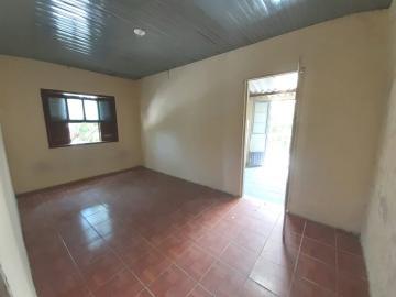 Alugar Casa / Padrão em Pelotas. apenas R$ 500,00