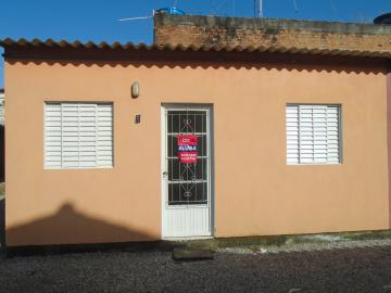 Alugar Casa / Padrão em Pelotas. apenas R$ 600,00