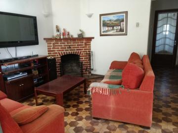 Alugar Casa / Padrão em Pelotas. apenas R$ 400,00