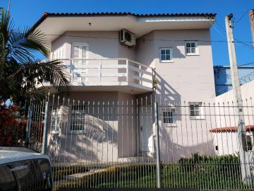 Casa padrão localizada no bairro Três Vendas.