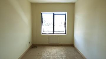 Cozinha, sala de estar, piso frio.