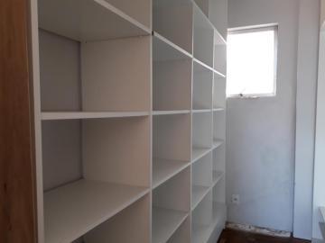 Alugar Apartamento / Padrão em Pelotas. apenas R$ 2.000,00