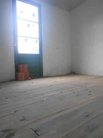 Casa com piso frio e tábua.