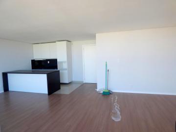 Cozinha semi mobiliada, cortina automatizada, espera para ar, piso flutuante e porcelanato, posição solar frente oeste, teto rebaixado com gesso.