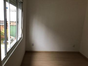 Alugar Apartamento / Padrão em Pelotas. apenas R$ 135.000,00