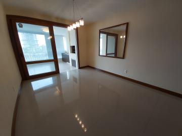 Próximo a UCPEL, 03 dormitórios, sala de estar, lareira, copa- cozinha, banheiro social e auxiliar, pátio, espaço gourmet com churrasqueira, piscina, garagem para 03 carros.