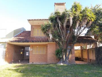 Alugar Casa / Padrão em Pelotas. apenas R$ 3.000,00
